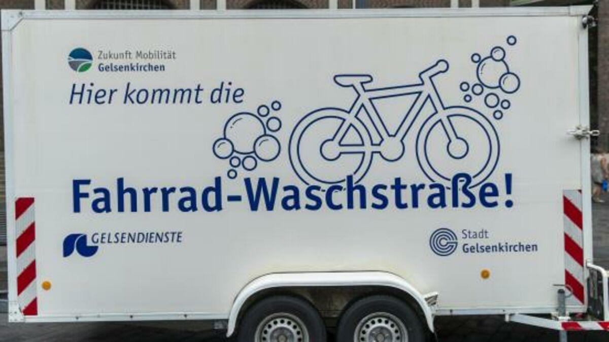 Die beliebte Fahrrad-Waschstraße ist wieder im Einsatz