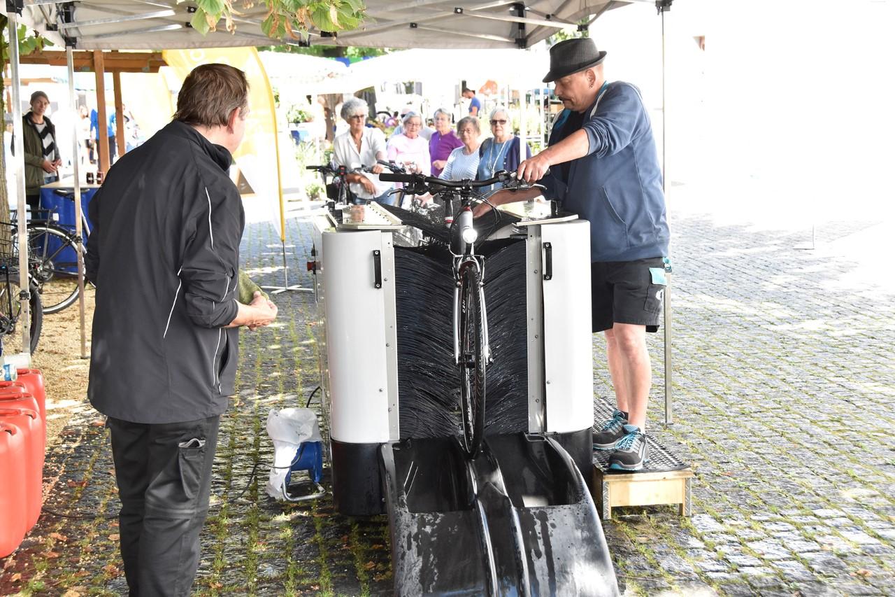 Fahrradwaschanlage: Großes Interesse an Mobilwoche