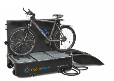 cycleWASH mini BASIC mit Fahrrad